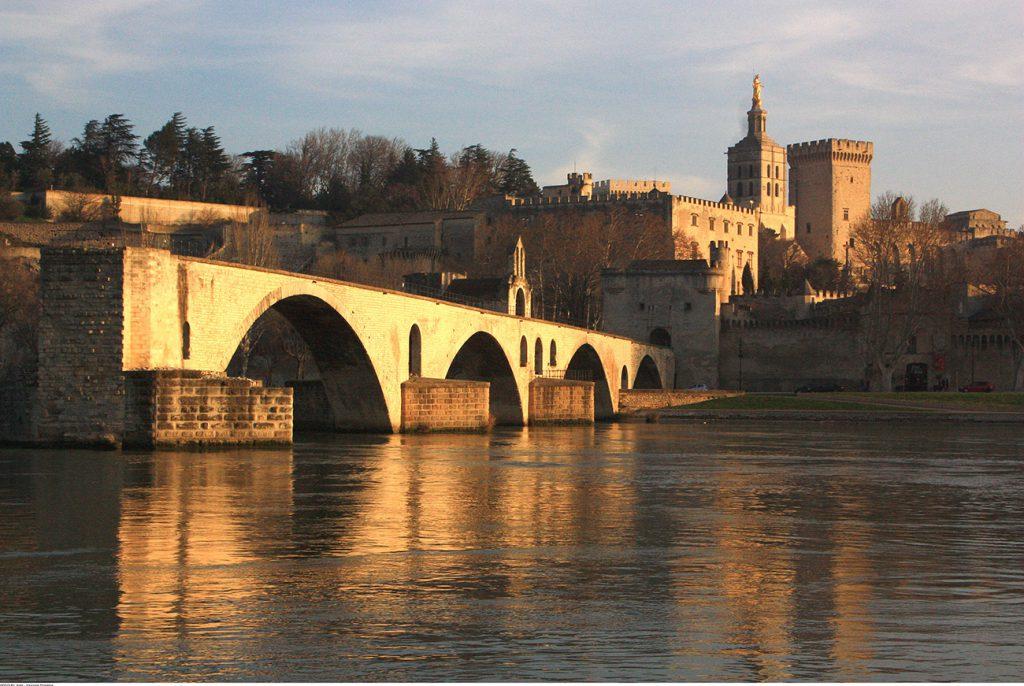 hotel roques a-voir-a-faire header avignon pont-et-palais_hocquel-Alain